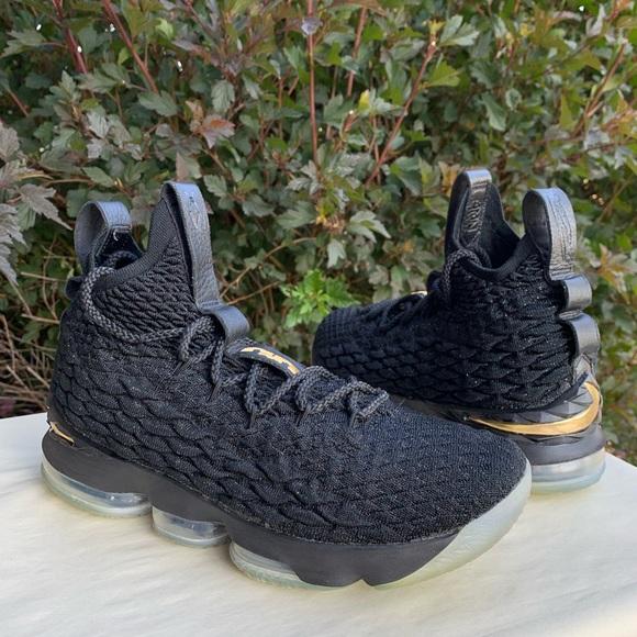 big sale 7ab46 6dd80 Nike Lebron 15 Metallic Black Basketball Shoes 8.5